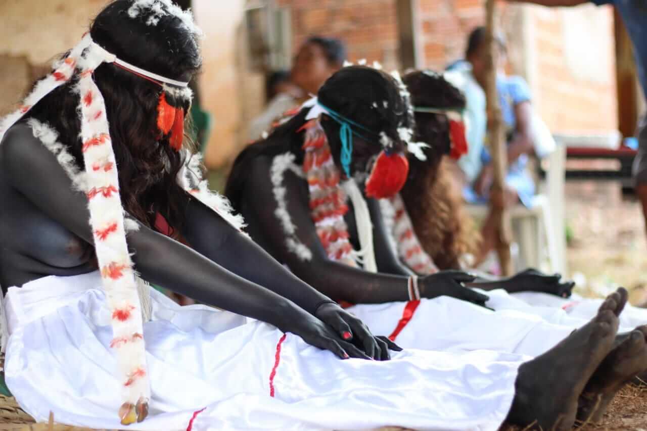 mulheres guajajara em ritual